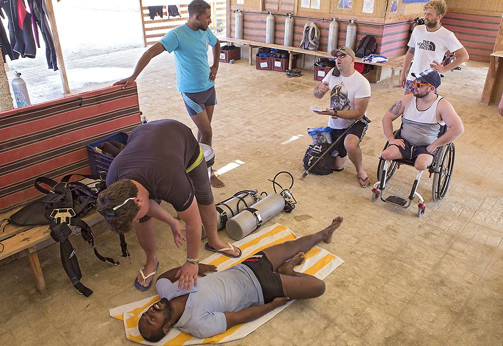 Дайверы с инвалидностью проходят курс rescue